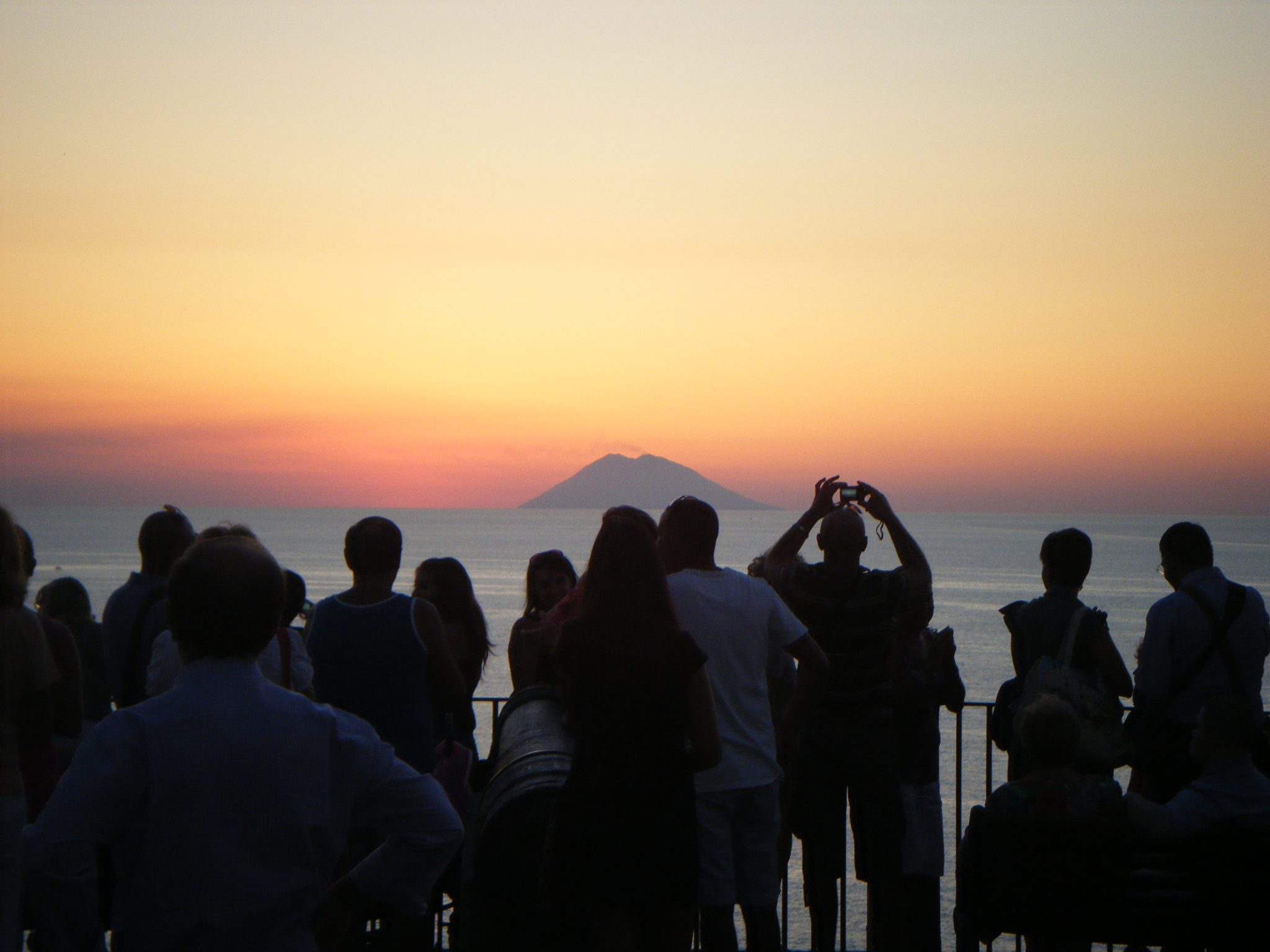 In Tropea a crowd forms to watch the sunset